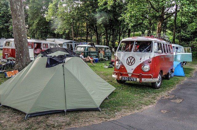 Kampeertrends 2021: opkomst van millennials, themacampings en zelfvoorzienend kamperen