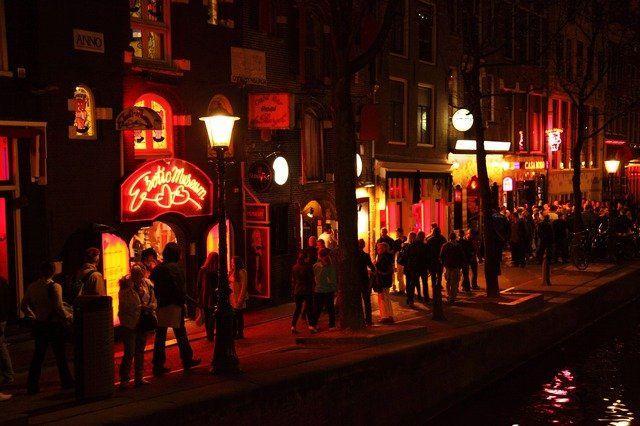 Plannen voor nieuw 'Erotisch Centrum' met horeca en entertainment in Amsterdam