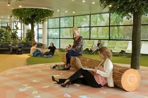 Nieuw airportpark Schiphol. Ontworpen door Maurice Mentjes. Park waar reizigers kunnen uitrusten terwijl ze op hun vlucht wachten. Foto: Persvoorlichting Schiphol
