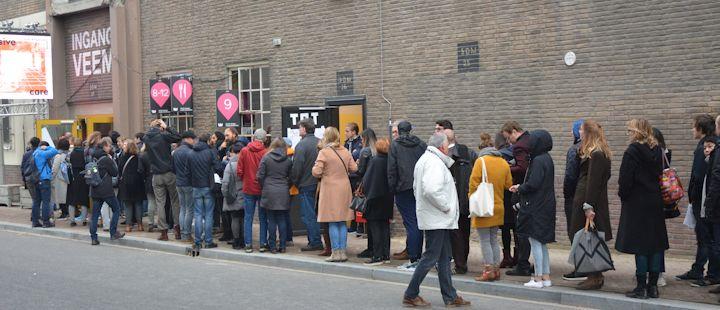 Helaas geen VR en AR expositie. Er is veel belangstelling voor de exposities in het Veemgebouw waardoor de wachtrij groeit. Wie is hier wel geweest en kan redactie@pretwerk.nl helpen aan een verslag?