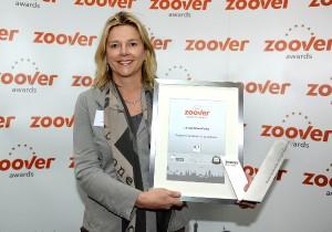 Lizzy Keizer van Landal GreenParks met de Zoover Awards