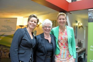Ria Joosten (midden) met de organisatoren van de kennisdag: Maaike Steltenpool (l) en Antoinet van Hevoirt (r)