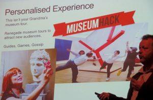 Charles Read legt het concept MuseumHack uit.