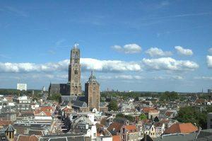 de Domtoren domineert de skyline van Utrecht