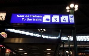 naar de treinen