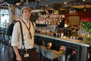 Ober in bar van hotel in EuropaPark