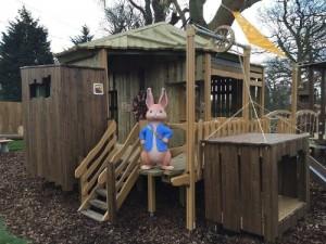Peter Rabbit Outside His Secret Treehouse (Foto/Lappset Group oy)