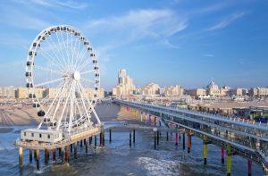 Het recent geopende reuzenrad op de Pier in Scheveningen