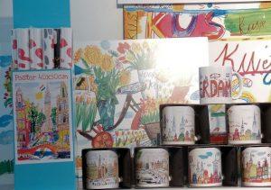 Souvenirs met een tekening bij Holeinthewall.nl (werkt ook veel voor recreatiebedrijven.)