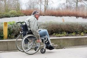 Tijdens een workshop van WijZijnZET kon iedereen ervaren hoe de wereld er uit ziet vanuit een rolstoel.