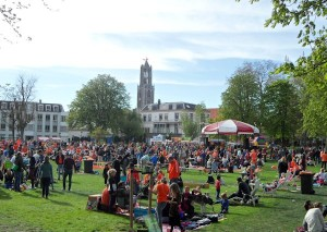 Wat gebeurt er als de overheid de markt meer vrij geeft? Mensen nemen initiatief! (Vrijmarkt Utrecht Koningsdag 2015)