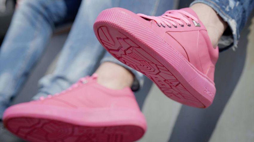 901938de12a Hudson's Bay verkoopt Amsterdamse sneakers van kauwgom - RetailNews.nl