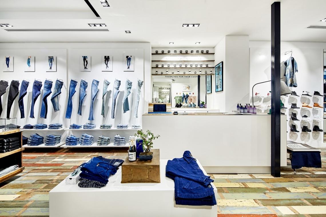 b8d89beb44e Denham neemt in Den Haag de plek in van high-end schoenenwinkel Aspact. Het  denimmerk verkocht eerder al schoenen van merken als Nike, Clarks en  Converse . ...