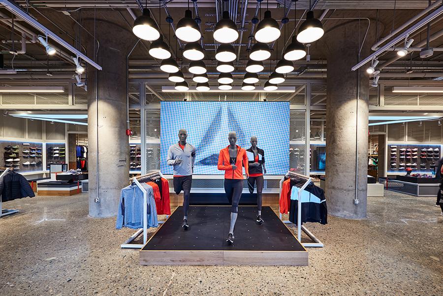 1673ff50681 Maar ook Reebok, sinds 2005 onderdeel van Adidas, heeft nu een eigen  vlaggenschip dat er mag zijn. Het is gevestigd op de begane grond van zijn  kersverse ...