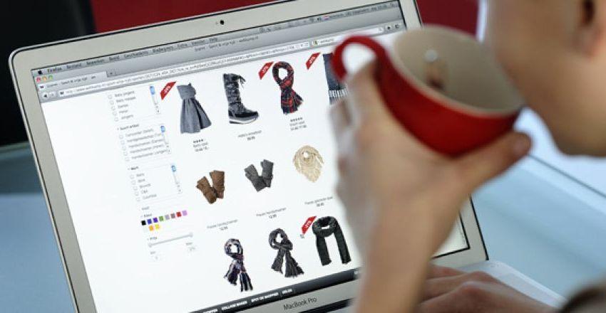 Fysieke winkelcentra zien bestedingen consumenten verschuiven naar online