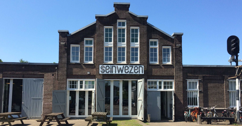 Stadsherstel Amsterdam koopt monumentale spoorloods Seinwezen in Haarlem